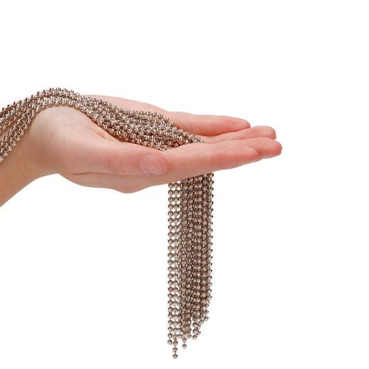 Bild på Silver Ball Chain Flogger. En flogger som används för BDSM-lekar.